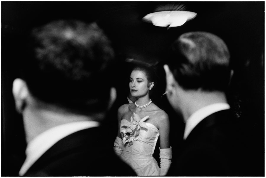 Elliott Erwitt, Grace Kelly, New York City, January 1956 © Elliott Erwitt / MAGNUM PHOTOS