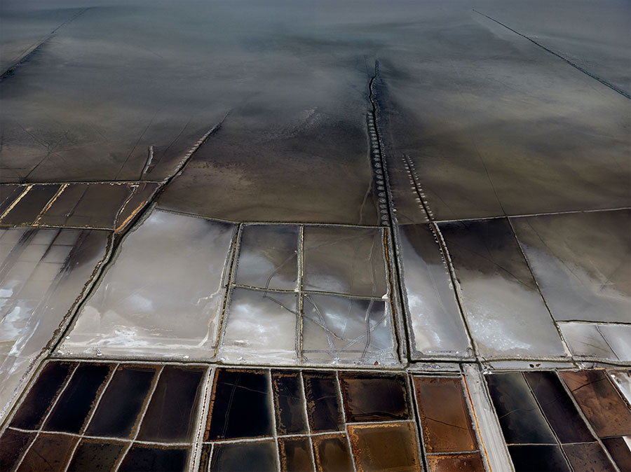 Edward Burtynsky, Salt Pan #21, Little Rann Of Kutch, Gujarat, India, 2016, C-Print, 99 X 132 Cm © Edward Burtynsky