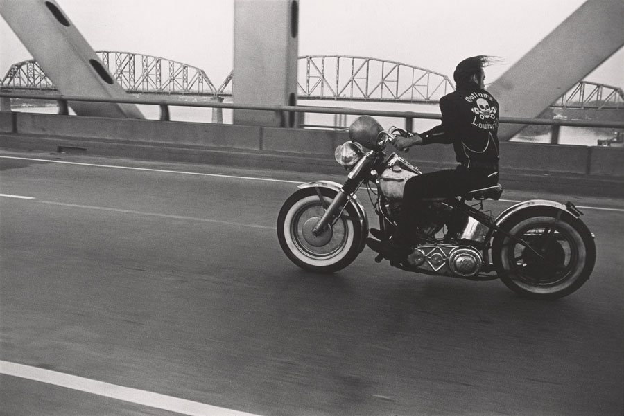 Crossing The Ohio River, Louisville, 1966 © Danny Lyon / Courtesy Gavin Brown's Enterprise