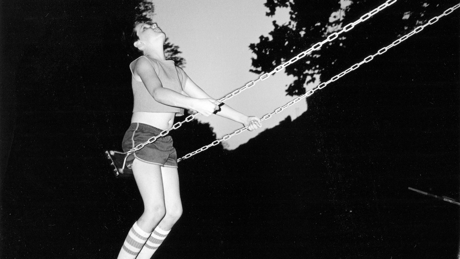 Detail Of/aus: David On Swing, West Virginia 1987, 44 X 29,5 Cm, Archival Pigment Print, Ed. Of 5 + 2 AP's © Bertien Van Manen, Courtesy Robert Morat Galerie